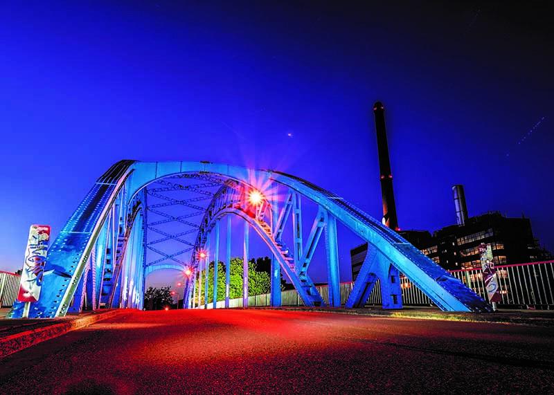 Postkarte Illuminiertes Duisburg - Eisenbahnbrücke Ruhrort